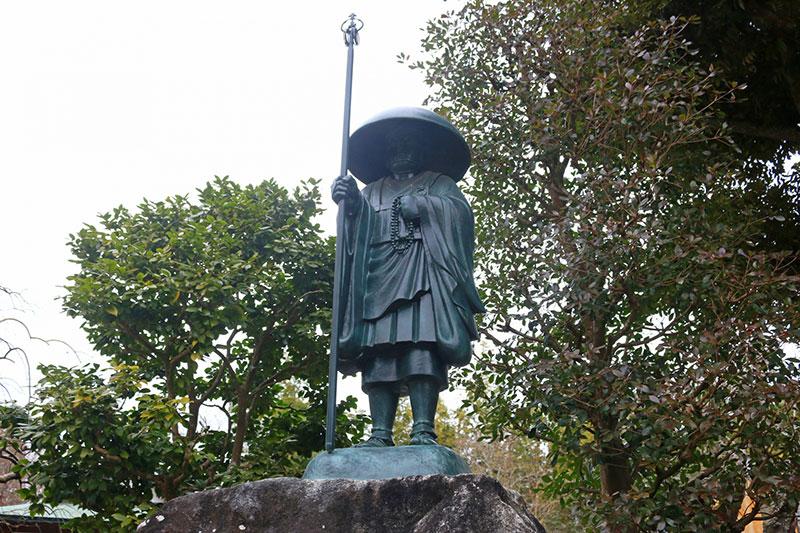 成田山の弘法大師像